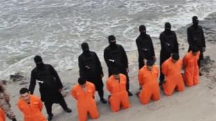 Egyiptom Líbiában bombázott a 21 kopt lefejezése után