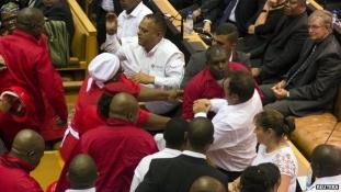 Verekedés a dél-afrikai parlamentben (videóval)