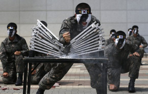 the-japanese-martial-art-of-tameshiwari-involves-breaking-bricks-or-wooden-planks-south-korean-special-forces-do-it-with-heavy-rocks