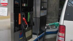 Venezuela: elcsúszhat a benzináron a Maduro kormány