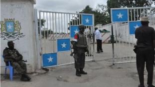 Aknavetőkkel lőtték az elnöki palotát Mogadishuban