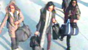 Török biztonsági kamera felvételein a Szíriába indult brit tinilányok