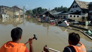 Kasmíri áradások: tizenöt halott