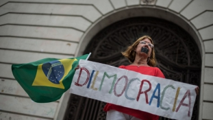 Brazília: tömegek követelték Dilma Rousseff távozását
