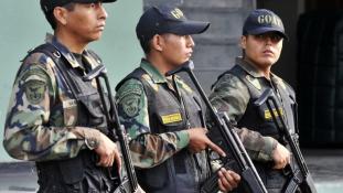 Perui rendőröket fogtak bolíviai bányászok