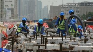 Ami ritkán van Dubajban: tüntetés és sztrájk