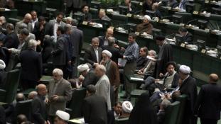 Iráni költségvetés az apadó olajbevételek jegyében