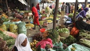 A hagyományos kofás piac legyőzhetetlen Afrikában