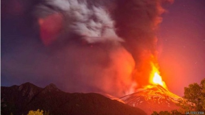 150303112402_chile_volcan_villarrica_erupcion_624x351_latercera