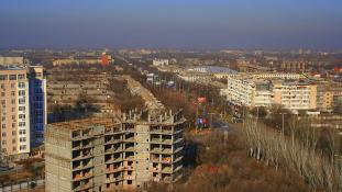Kirgizisztán nyugatra nyit: Moszkva után Brüsszelben a kirgiz elnök
