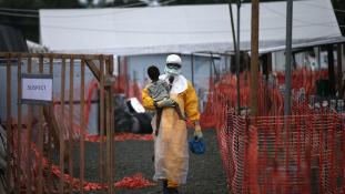 Ebola járvány visszavonulóban-10 ezer áldozat