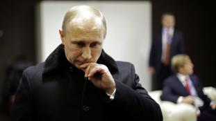 Putyin csökkenti emberei fizetését