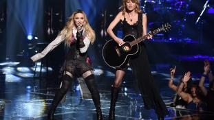 Meglepő duó: Madonna és Taylor Swift együtt lépett fel Los Angelesben