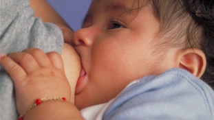 A szoptatás növeli a gyerekek IQ-ját