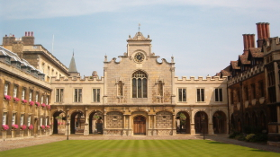 Özönlenek a kínai és orosz diákok a brit állami egyetemi előkészítőkre