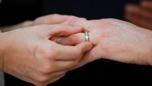 Három nő és egy kicsi-rendhagyó amerikai esküvő
