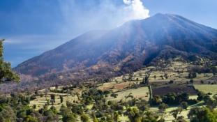 Kitört a Turriabla vulkán: ezrek rekedtek Costa Ricában