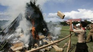 """Az indonéz rendőrség véletlenül """"betépette"""" fél Dzsakartát"""