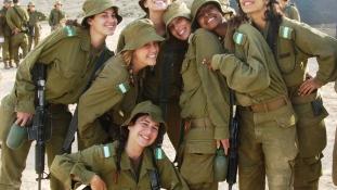 Így buliznak az izraeli katonalányok – videó