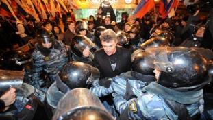 Kinek lehetett útjában Nyemcov?