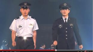 Katonák a kifutón – Csábító Önvédelmi Erők