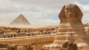 Pornót forgattak a piramisoknál – Egyiptom dühös