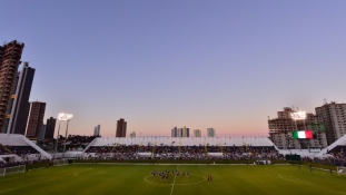 Tanulságos történet-eladók a brazíliai foci VB stadionjai