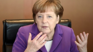 Merkel: Nem zártuk be az ajtót az oroszok előtt