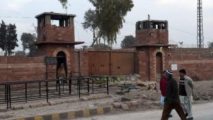 VIP börtön helyett tömegcella a szépségkirálynőnek Pakisztánban