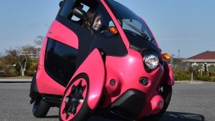Autó vagy motorkerékpár? – Toyota i Road Tokió belvárosában