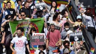 Tarkabarka melegfelvonulás Japánban (fotókkal)