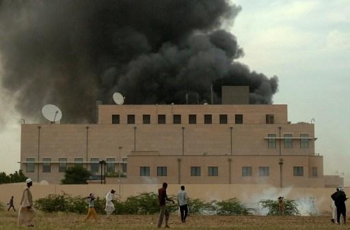 A szudáni zavargások idején megtámadták az amerikai nagykövetséget is Kartúmban.