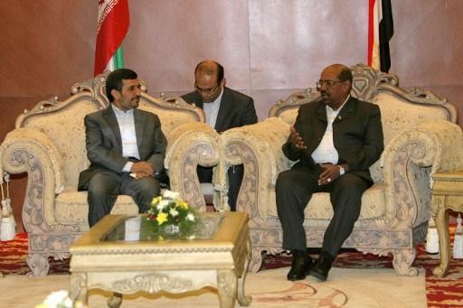 Mahmúd Ahmadinezsád és Omár el-Basír találkozója. Az Izrael-ellenesség is egy közös pont volt.