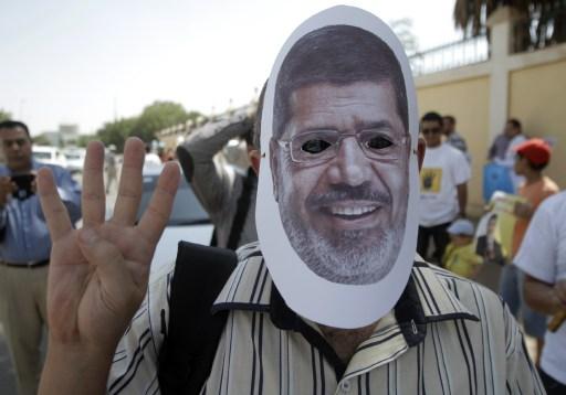 Mohamed Murszi és az egyiptomi Muszlim Testvériség mellett tüntetnek Kartúmban. Néhány egykori testvériségi vezető Szudánba menekült.