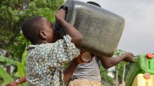 Arab pénzen ihatnak tiszta vizet az elefántcsontpartiak