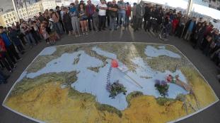 Európa válasza: Látszatintézkedésekkel nem vagyunk kint a vízből