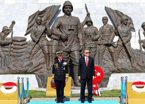 Török és külföldi állami vezetők, valamint veteránok gyűltek össze pénteken a törökországi Gallipoli-félszigeten, az I. világháború egyik legvéresebb csatája kezdetének 100. évfordulóján, hogy megemlékezzenek az egykor elesettekről.