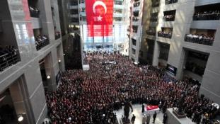 A túszejtés után tovább akciózik a török szélsőbal Isztambulban