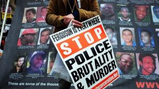 Négyszer lőtt a fegyvertelen férfire – újabb rendőri túlkapás Amerikában