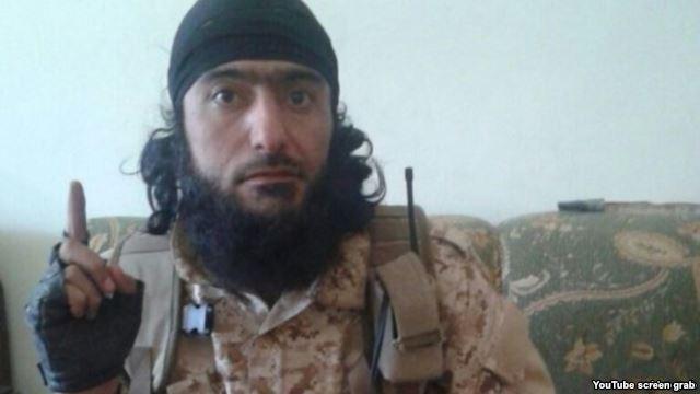 Abu Kholidi Kulobi, az ISIS egyik tádzsik fegyverese.