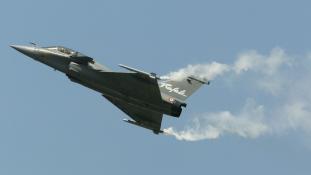 24 francia Rafale harci gépet vesz Katar
