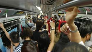 Egyre több a zaklató a dél-koreai vonatokon
