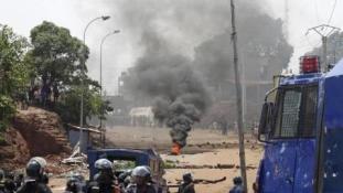 Ellenzéki tüntetőkre lőttek a rendőrök Guineában