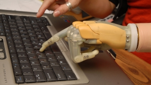"""""""A mesterséges intelligencia veszélyesebb, mint az atombomba"""""""