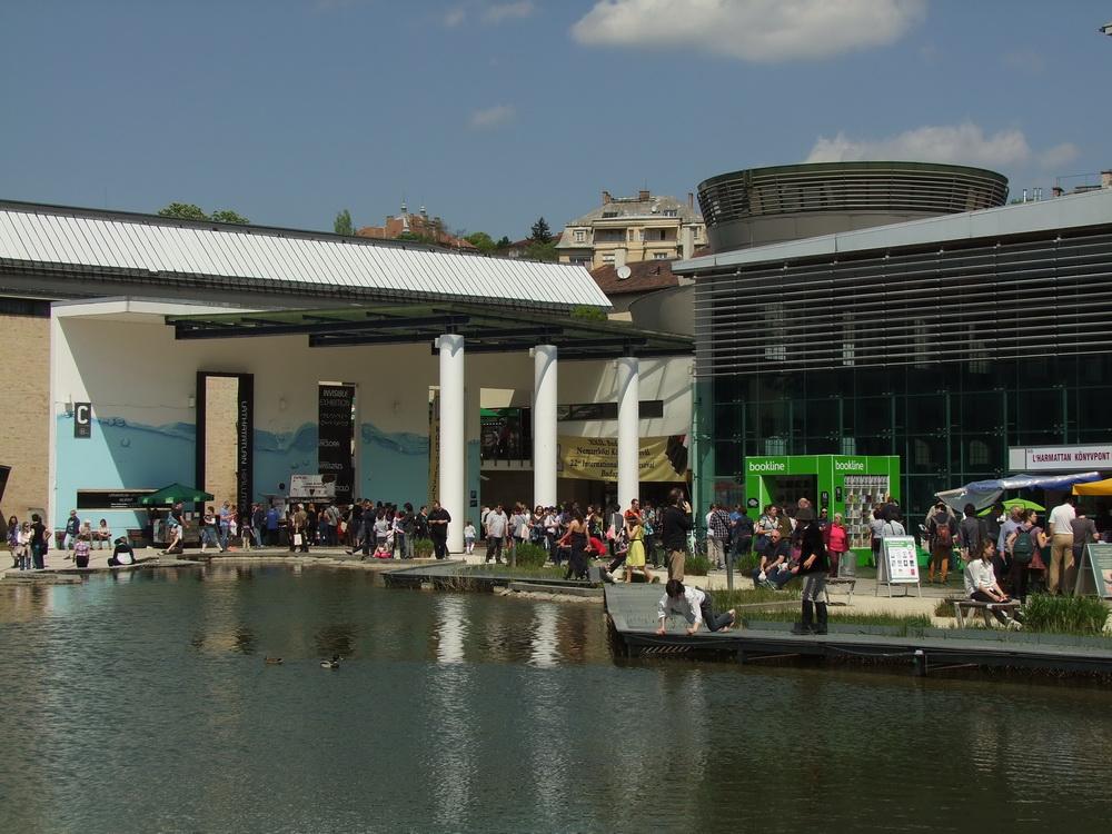 Szaúdi mesék magyarul- tömeg a Budapesti Nemzetközi Könyvfesztiválon (képriport)