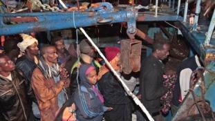 Több száz afrikai menekültet tartóztattak fel a líbiai hatóságok