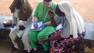 Már gyakornokok is segítenek nekik és tanulnak tőlük – a magyar orvosok 12. napja Ugandában