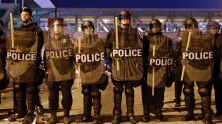 Kijárási tilalom Baltimore-ban egy pokoli éjszaka után