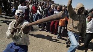 Két külföldit gyújtottak fel, hármat pedig megöltek Dél-Afrikában