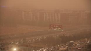 Homokvihartól pánikoltak Pekingben